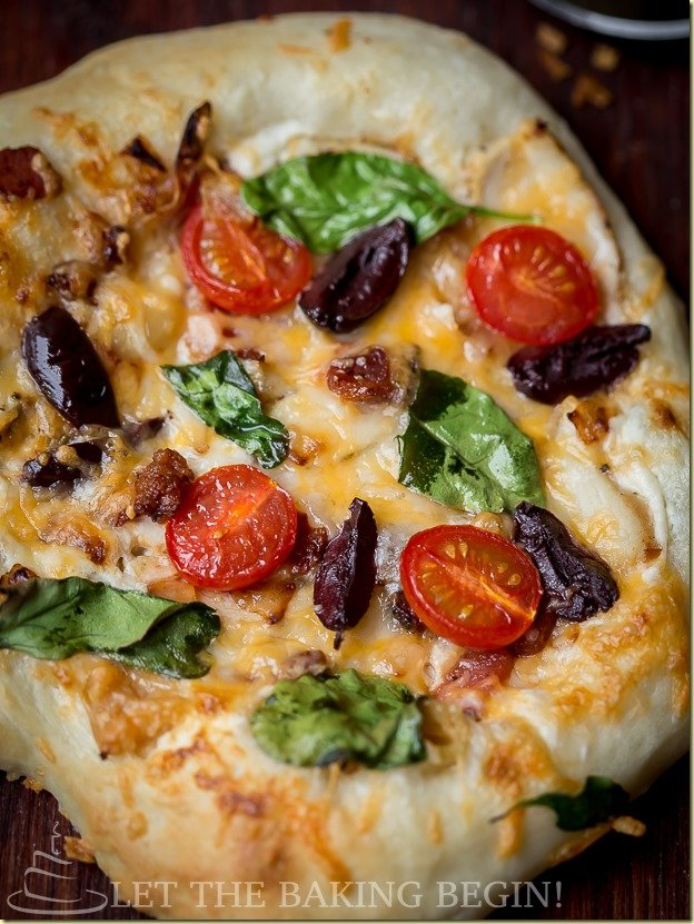 Mediterean Style Pizza - made from scratch with Breadmaker or without.