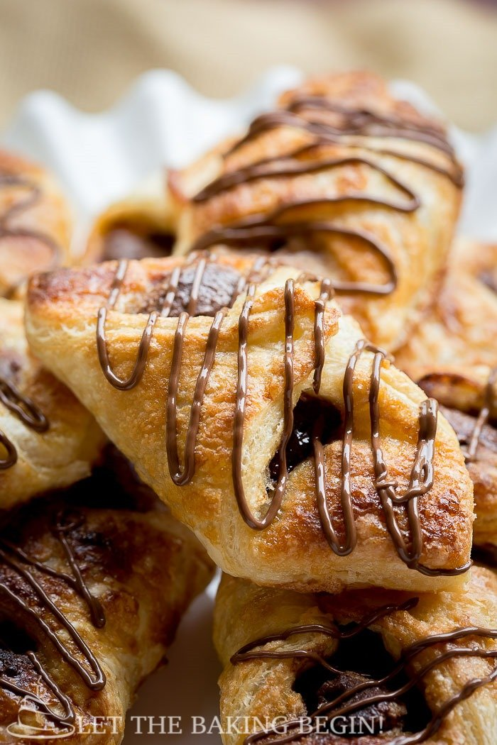 Nutella Puff Pastry Danish, 10 minutes of your time and you can be enjoying these ridiculously delicious Nutella desserts.