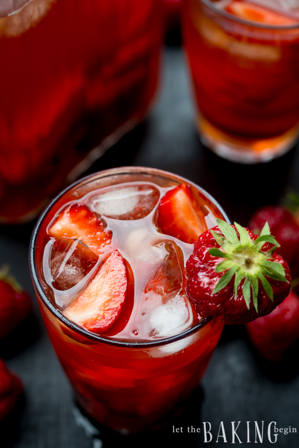 Strawberry Iced Tea - refreshing drink made of fresh strawberries and brewed tea | Let the Baking Begin!
