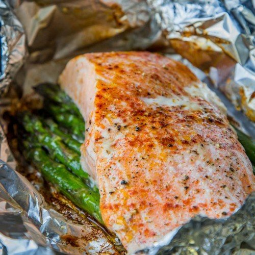 Salmon Asparagus Foil Packets - Quick, Easy and Delicious dinner. Prep ahead of time, then just throw on the grill or in the oven when ready to eat. Camping hacks, anyone? | Let the Baking Begin!