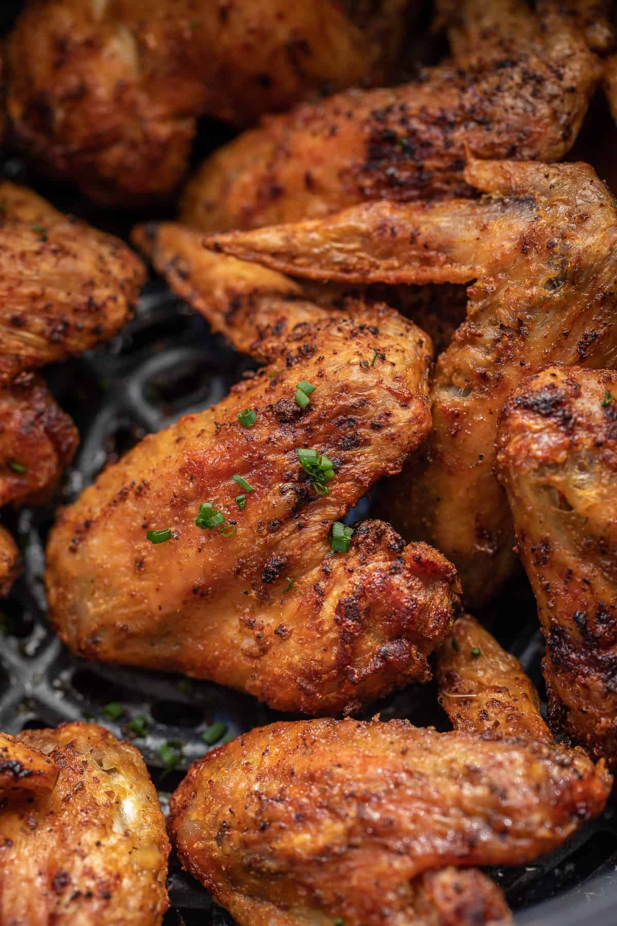 Overhead view of the air fryer chicken wings.